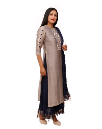 SUTI WOMENS CHANDERI CHANDERI EMBROIDERY KURTA SET, GREY